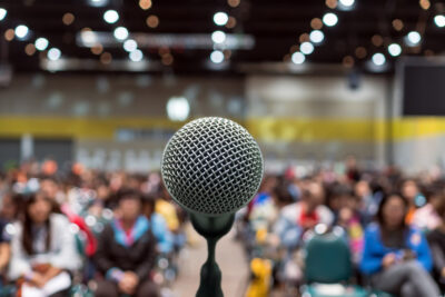 How to Overcome The Fear of Public Speaking and Build Confidence